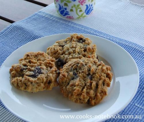 Chunky oat chocolate cookies