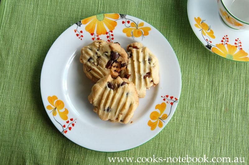 Procrastibaking: Chocolate and pecan shortbread